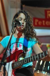 Big Gig guitarist